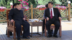 习近平同朝鲜劳动党委员长金正恩在大