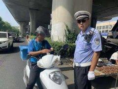 青岛:中秋节赶大集  李沧交警来疏堵